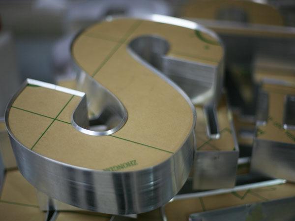 Acrylic-Face-Lit-Channel-Letters-Aluminum-Return-Shop-Front-Signage-details