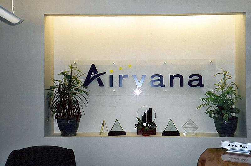 Wholesales Flat Cut Acrylic with Metal Sheet Letter Sign on reception wall