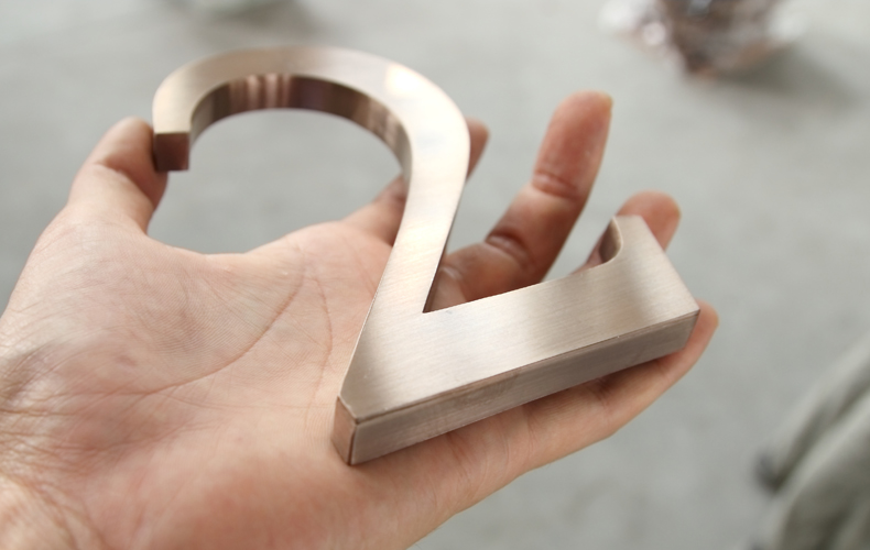 Manufacture-Bronze-Premium-Metal-Letter-Logo